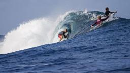 Owen Wright gets barreled at Teahupoo