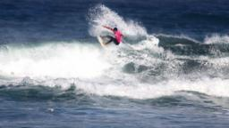 Maxime Huscenot on a right at Piha