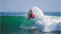 Jordy Smith Fins Out surfing