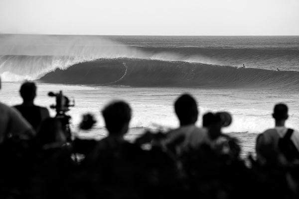 Banzai Pipeline Black and White