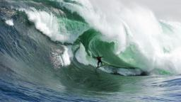 Stuart Gibson captures Masive Wave