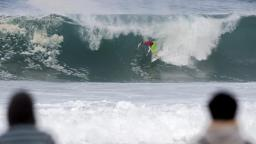 Mick Fanning negotiates Treacherous Barrel