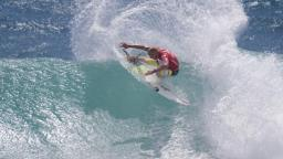 Mick Fanning Stands out at Snapper Rocks