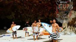 Padang Padang Cup 2011 - Pumping Uluwatu - fun session during the waiting period